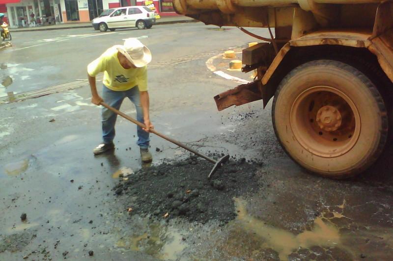 Secretaria de Obras realiza trabalho preventivo nas vias castigadas pelas chuvas