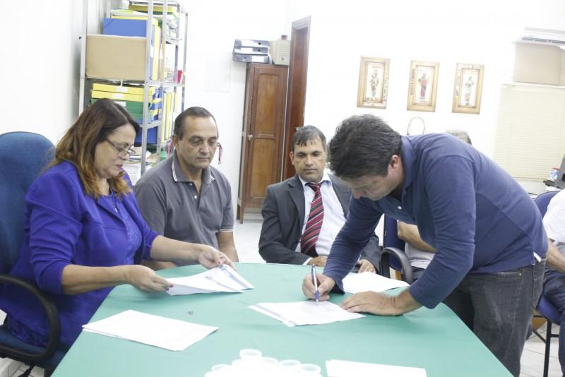 Prefeitura de Araguari dá ordens de serviço para reformas de unidades de saúde
